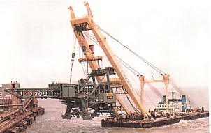 Photo of floating crane